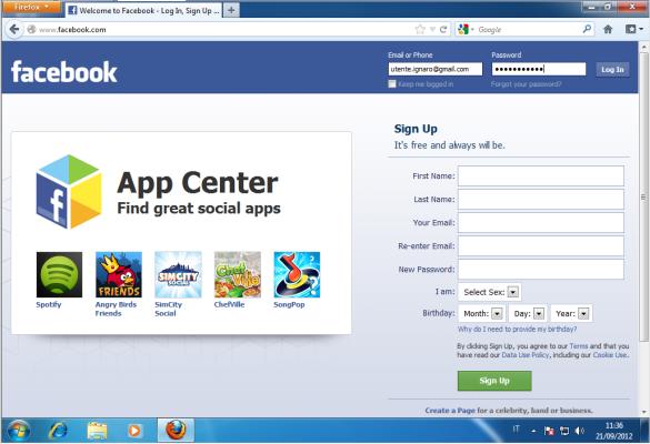 L'utente inserisce le proprie credenziali nel sito-clone di Facebook