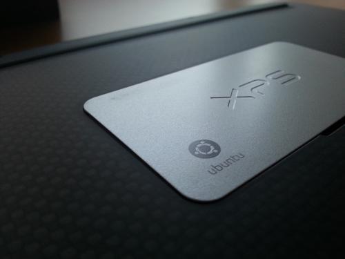 Il logo Ubuntu stampato sulla scocca del Dell