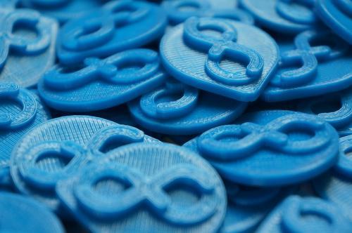 Il risultato della stampa 3D di oggetti raffiguranti il logo di Fedora (fonte: fedoraproject.org)