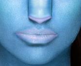 Stesura del colore sulle labbra