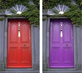 Immagine iniziale: tipiche porte di una casa inglese